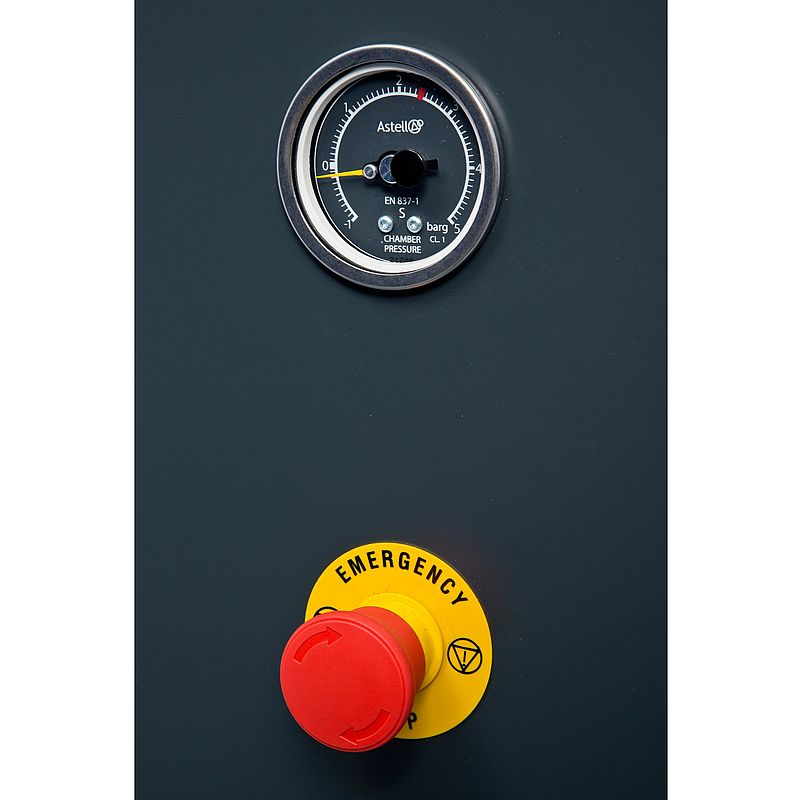 External pressure gauge and stop button