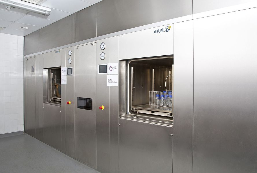 LARGE SQUARE AUTOCLAVE INSTALLATION