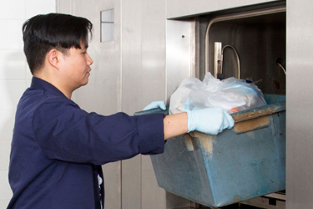 HOW TO LOAD AN AUTOCLAVE